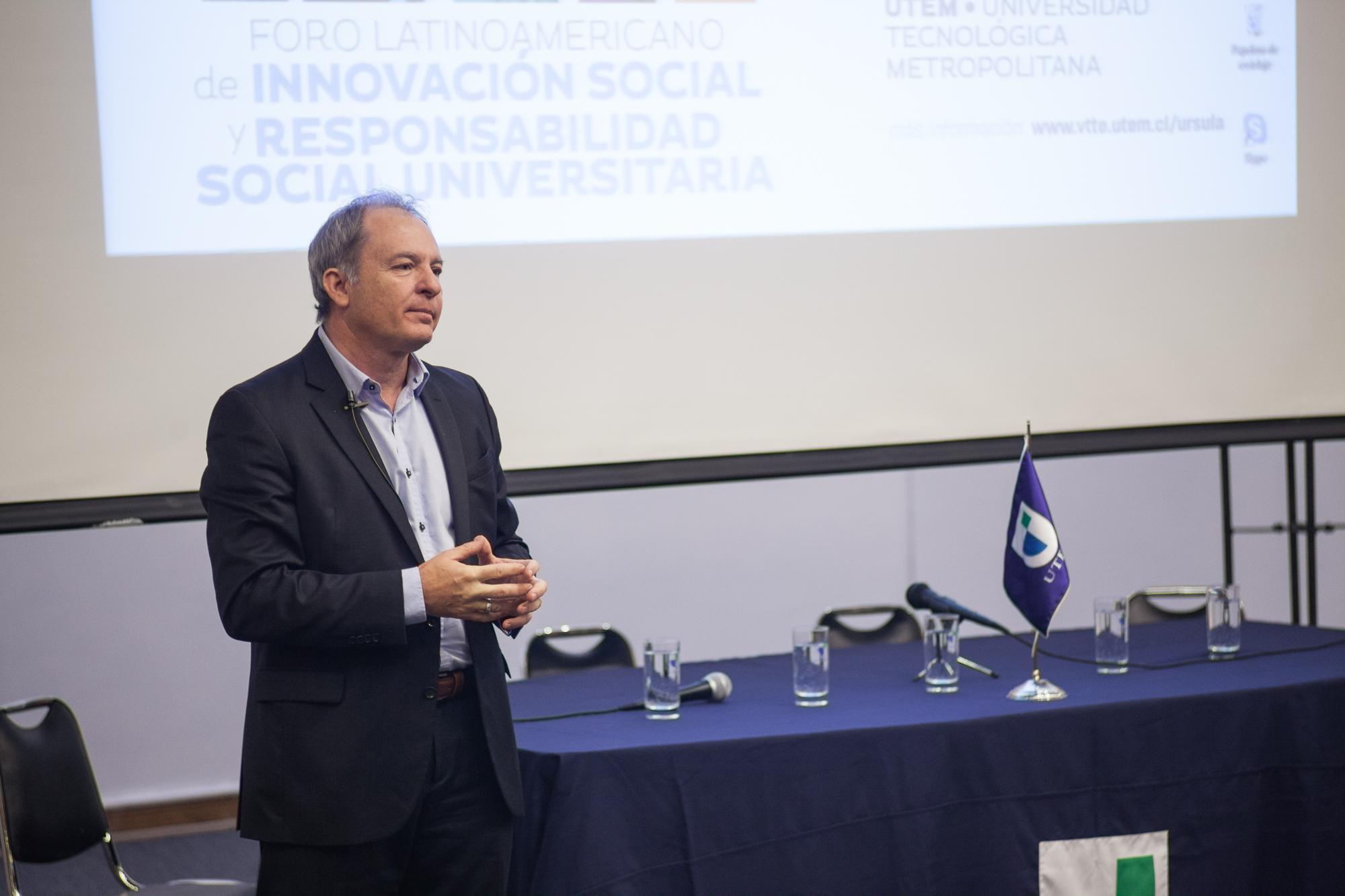 sergio-elguezabal-foro-innovacional-social-rsu-chile-utem-2016